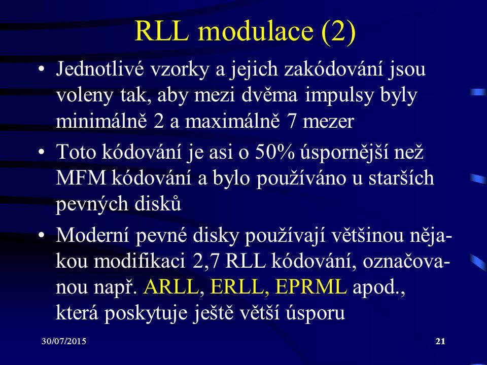 RLL modulace (2) Jednotlivé vzorky a jejich zakódování jsou voleny tak, aby mezi dvěma impulsy byly minimálně 2 a maximálně 7 mezer.