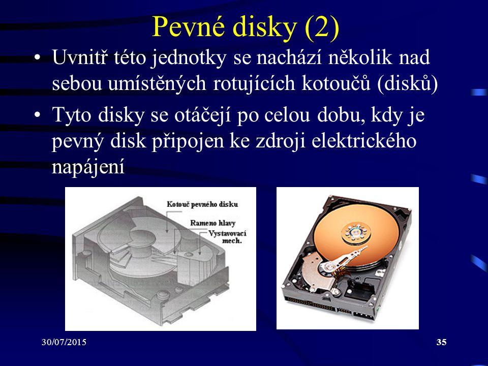 Pevné disky (2) Uvnitř této jednotky se nachází několik nad sebou umístěných rotujících kotoučů (disků)