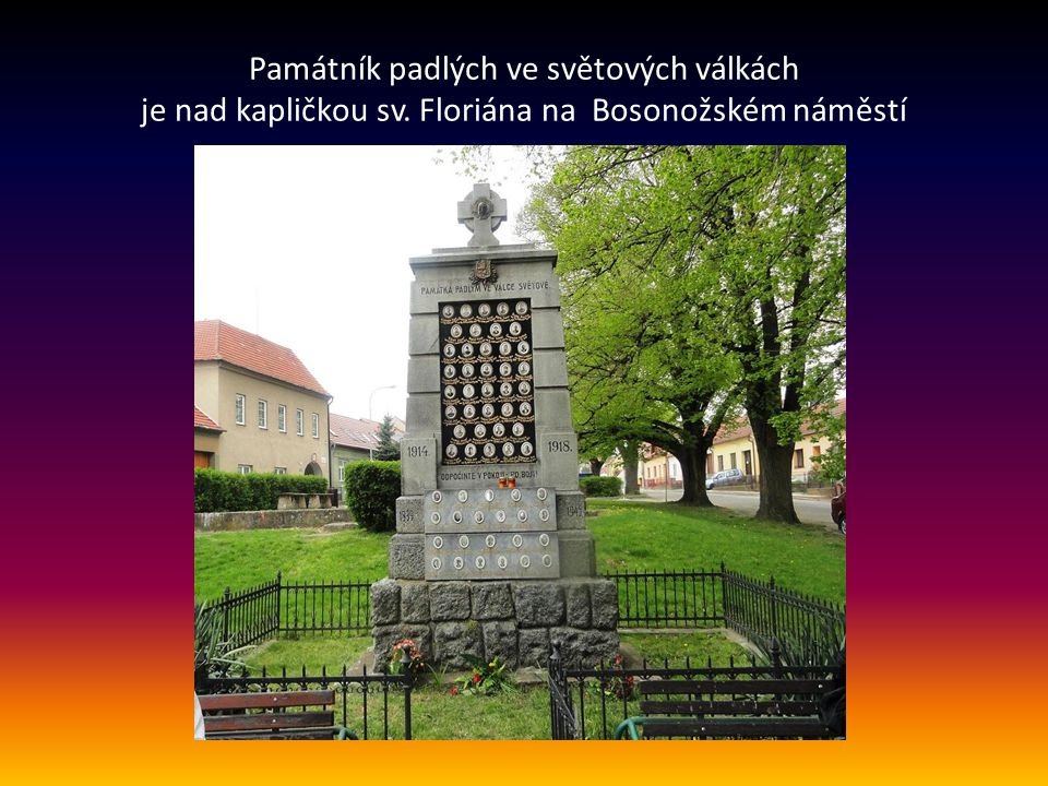 Památník padlých ve světových válkách je nad kapličkou sv