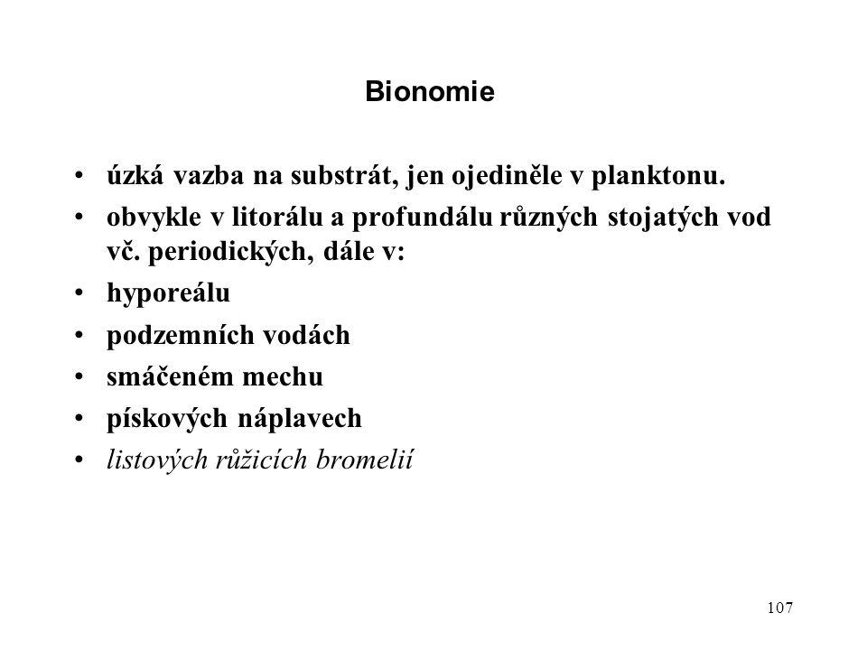 Bionomie úzká vazba na substrát, jen ojediněle v planktonu. obvykle v litorálu a profundálu různých stojatých vod vč. periodických, dále v: