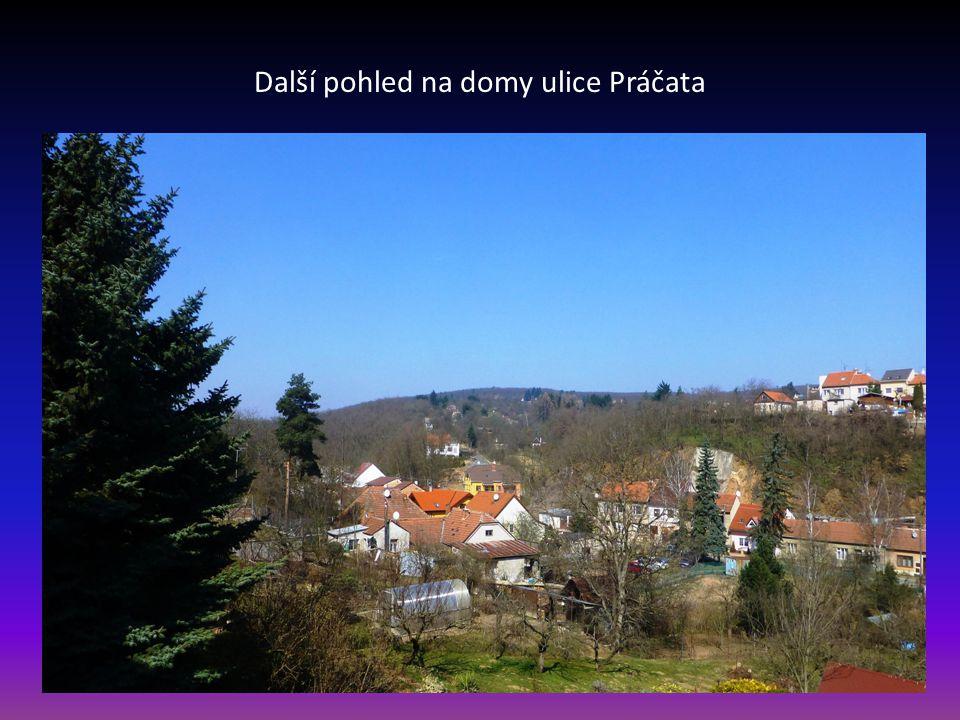 Další pohled na domy ulice Práčata