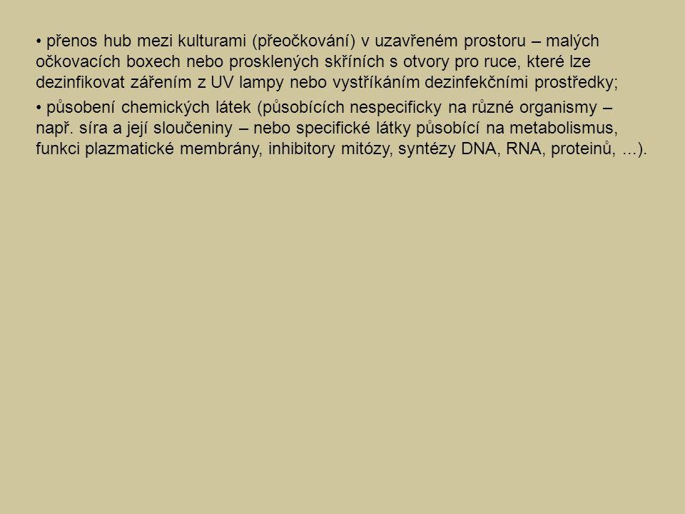 • přenos hub mezi kulturami (přeočkování) v uzavřeném prostoru – malých očkovacích boxech nebo prosklených skříních s otvory pro ruce, které lze dezinfikovat zářením z UV lampy nebo vystříkáním dezinfekčními prostředky;