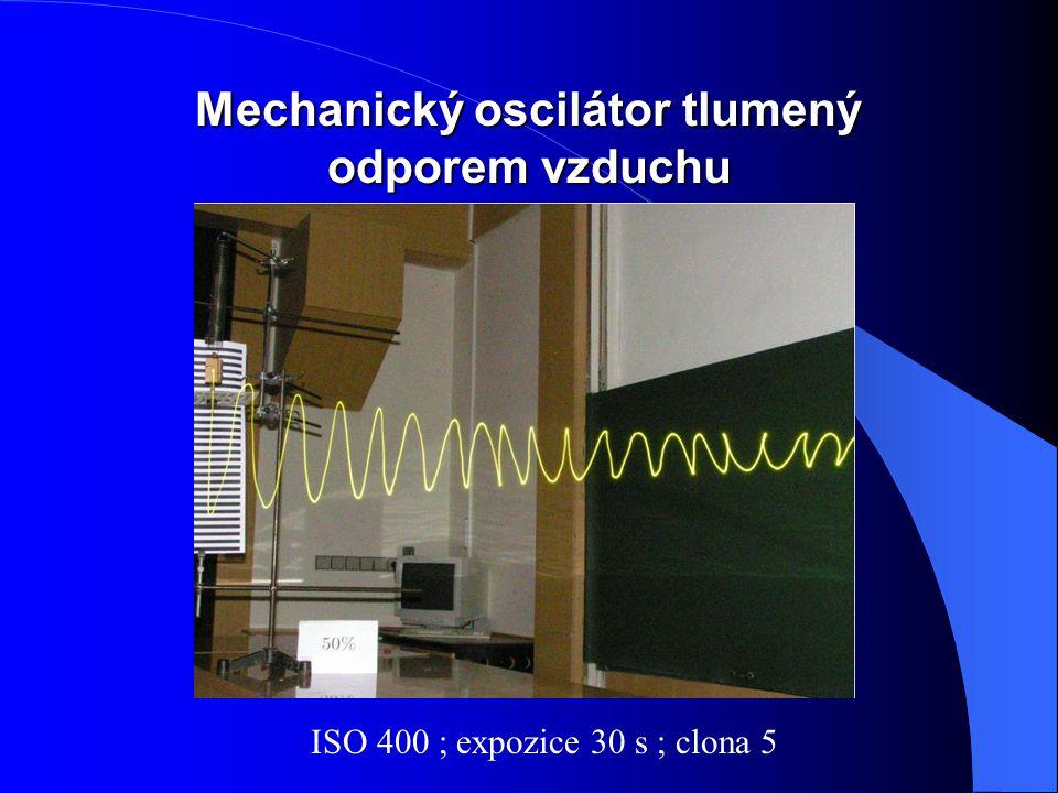 Mechanický oscilátor tlumený odporem vzduchu