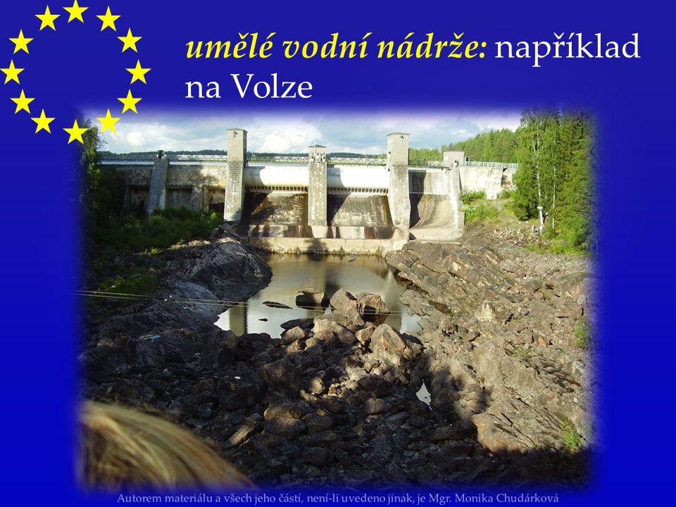 umělé vodní nádrže: například na Volze
