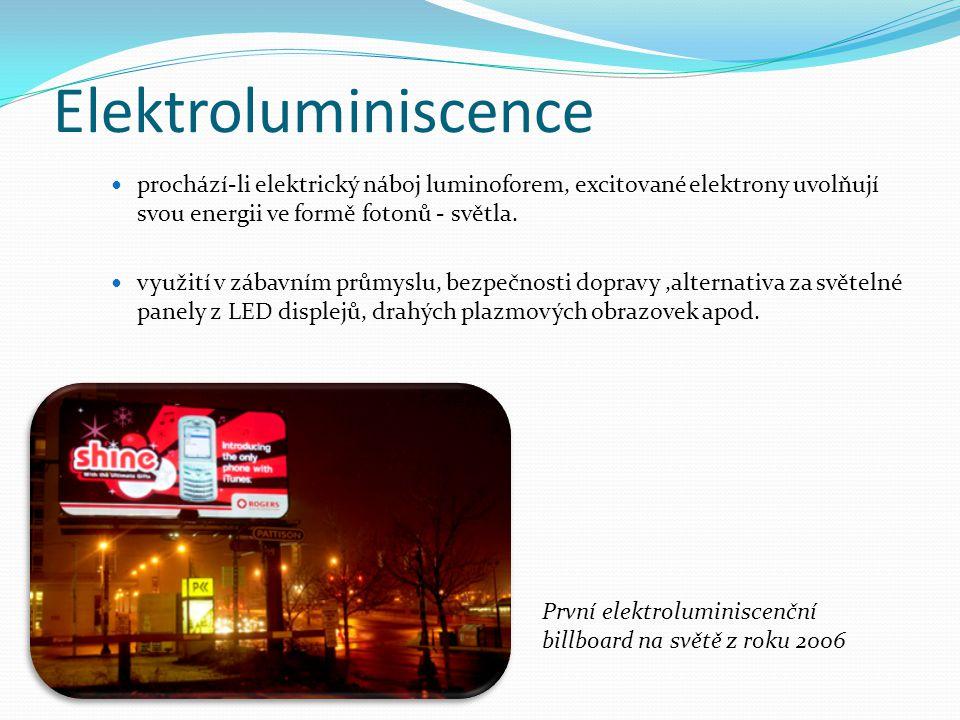 Elektroluminiscence prochází-li elektrický náboj luminoforem, excitované elektrony uvolňují svou energii ve formě fotonů - světla.