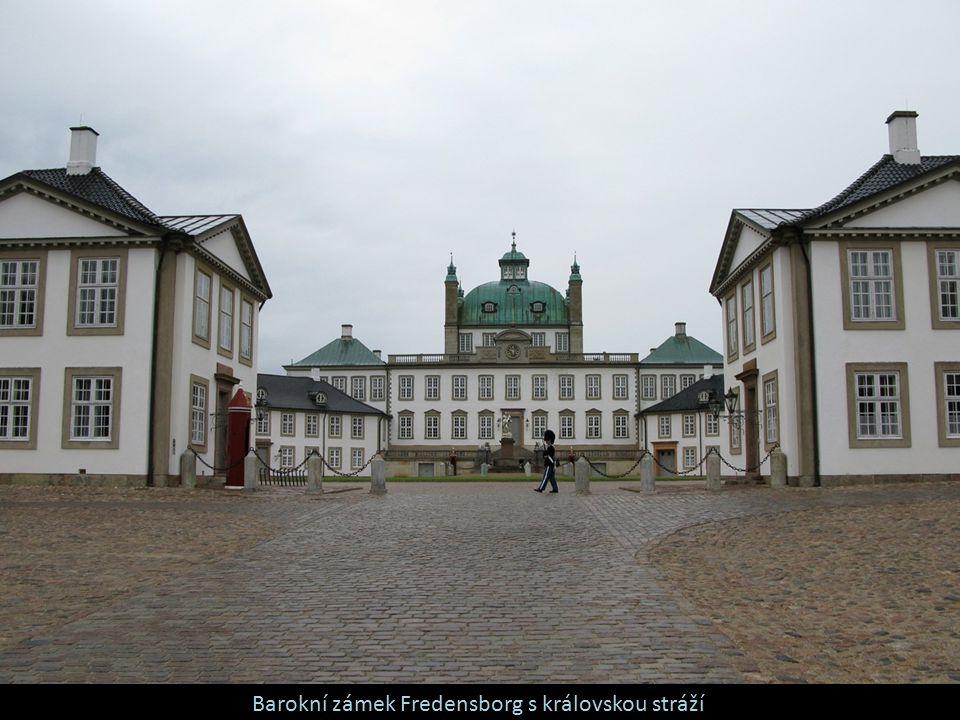Barokní zámek Fredensborg s královskou stráží