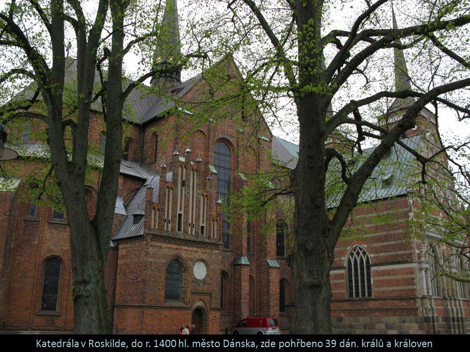 Katedrála v Roskilde, do r. 1400 hl. město Dánska, zde pohřbeno 39 dán