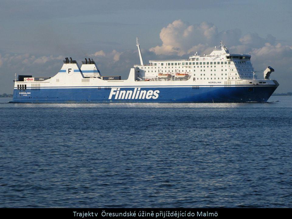 Trajekt v Öresundské úžině přijíždějící do Malmö