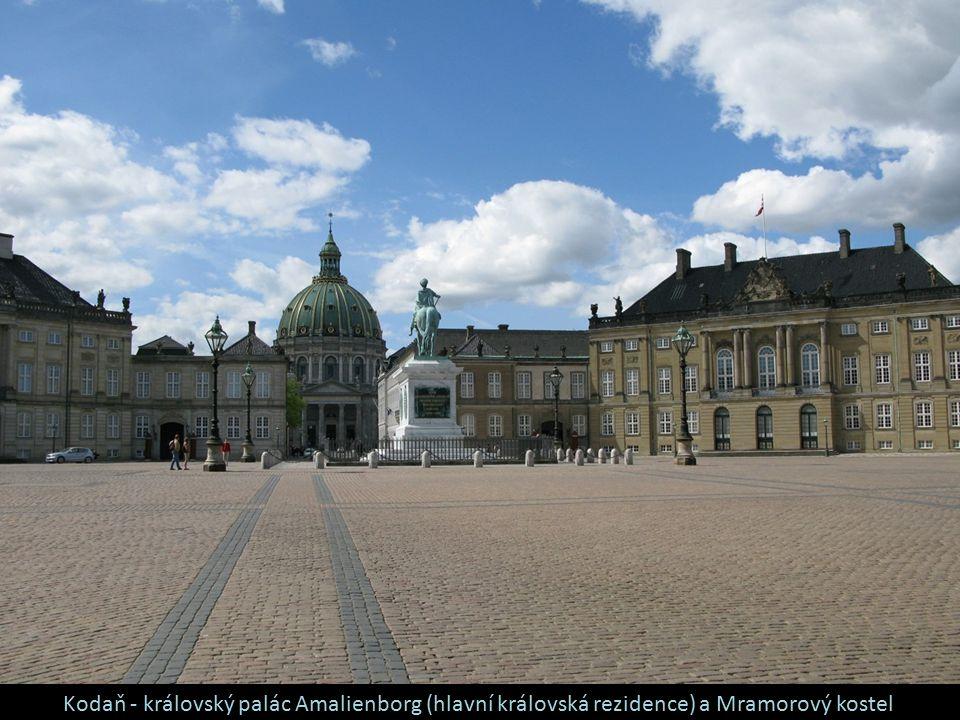 Kodaň - královský palác Amalienborg (hlavní královská rezidence) a Mramorový kostel