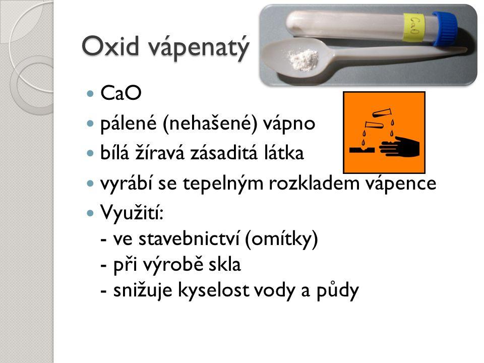 Oxid vápenatý CaO pálené (nehašené) vápno bílá žíravá zásaditá látka