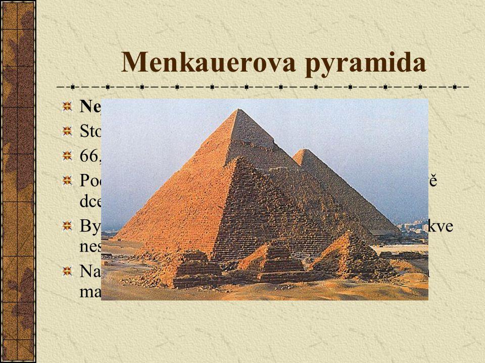 Menkauerova pyramida Nejmenší z gízských pyramid.
