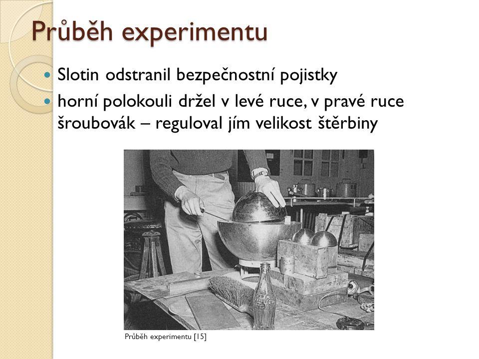 Průběh experimentu Slotin odstranil bezpečnostní pojistky