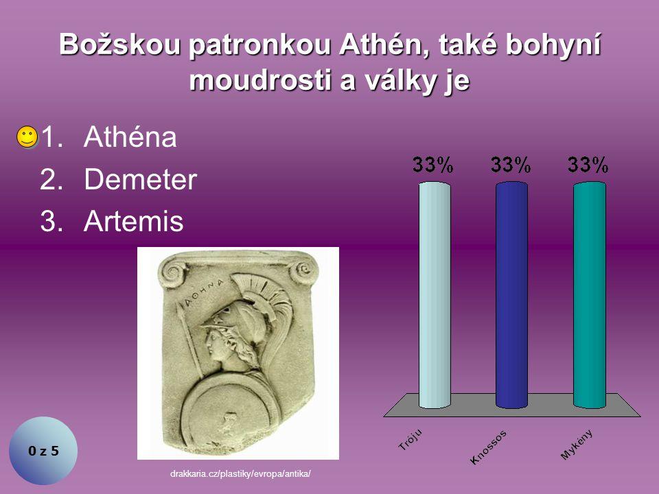 Božskou patronkou Athén, také bohyní moudrosti a války je