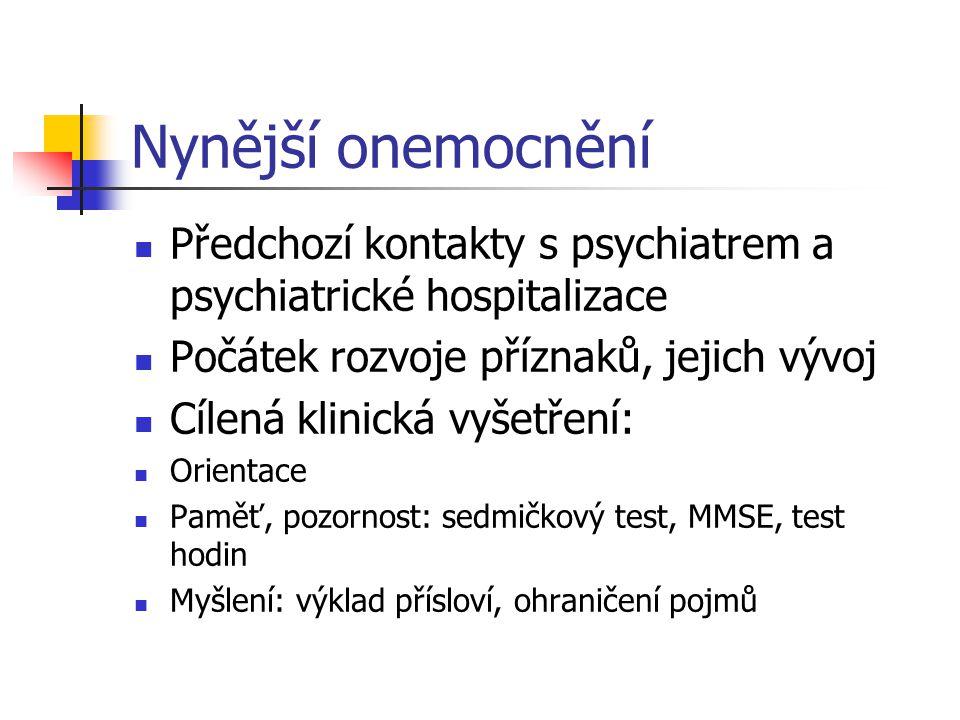 Nynější onemocnění Předchozí kontakty s psychiatrem a psychiatrické hospitalizace. Počátek rozvoje příznaků, jejich vývoj.