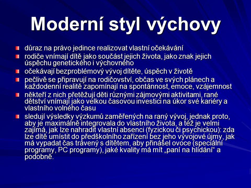 Moderní styl výchovy důraz na právo jedince realizovat vlastní očekávání.