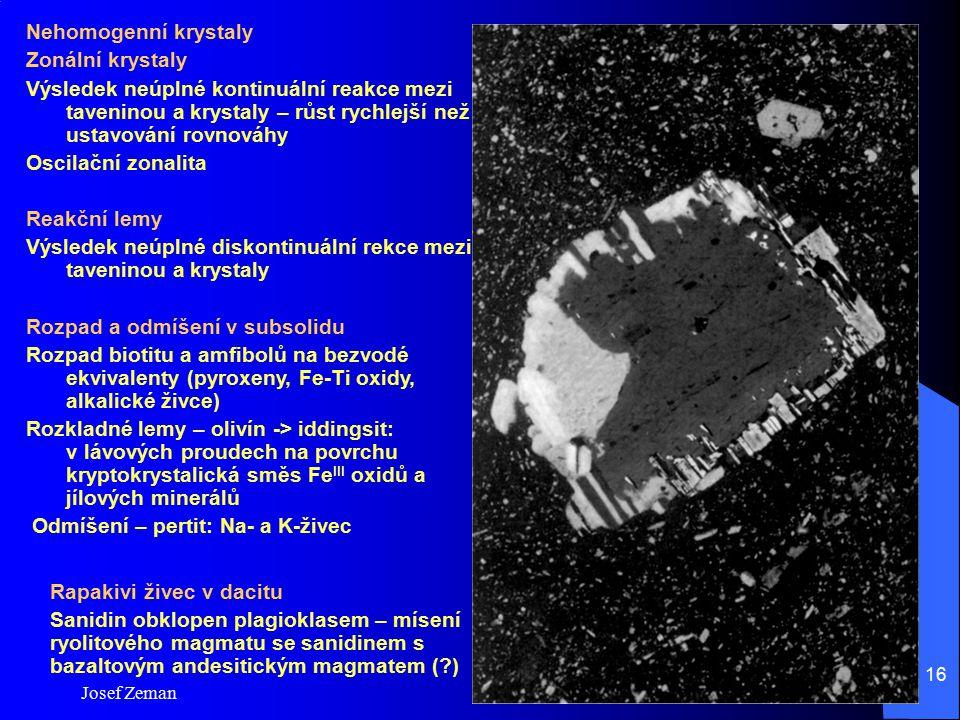 Výsledek neúplné diskontinuální rekce mezi taveninou a krystaly