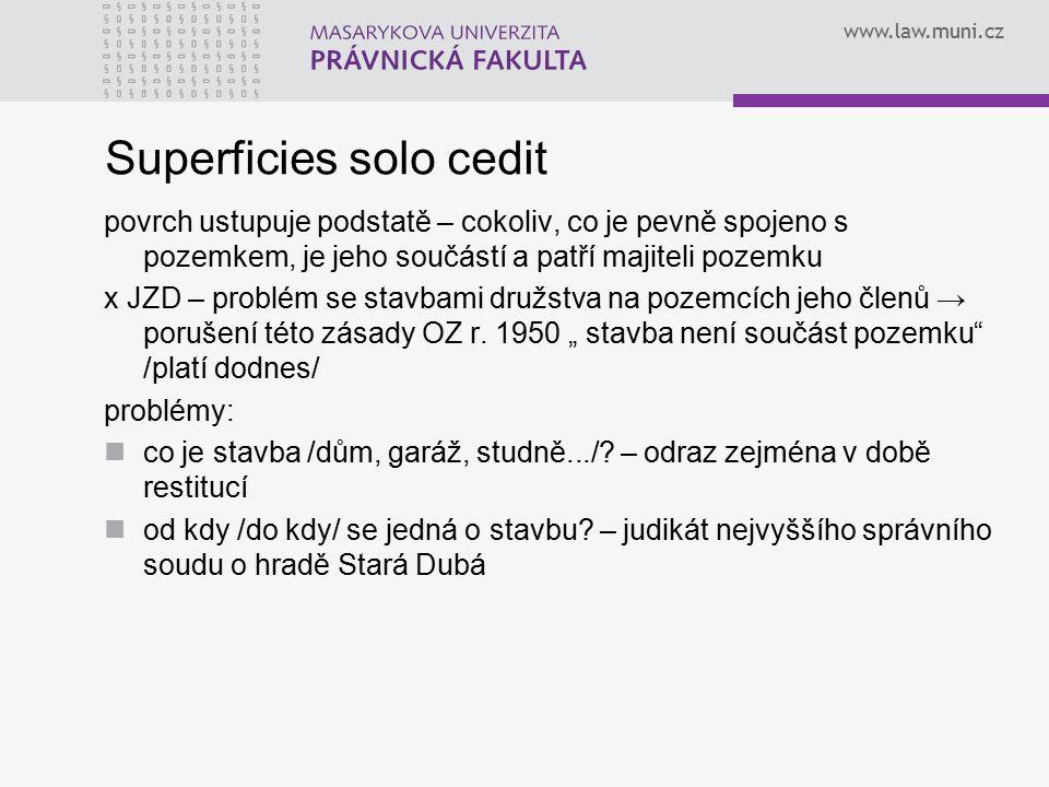 Superficies solo cedit