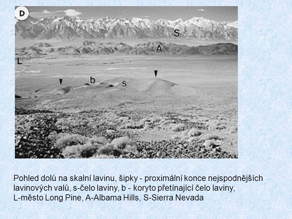 Pohled dolů na skalní lavinu, šipky - proximální konce nejspodnějších
