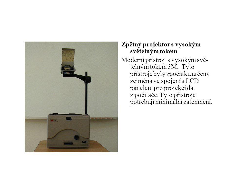 Zpětný projektor s vysokým světelným tokem
