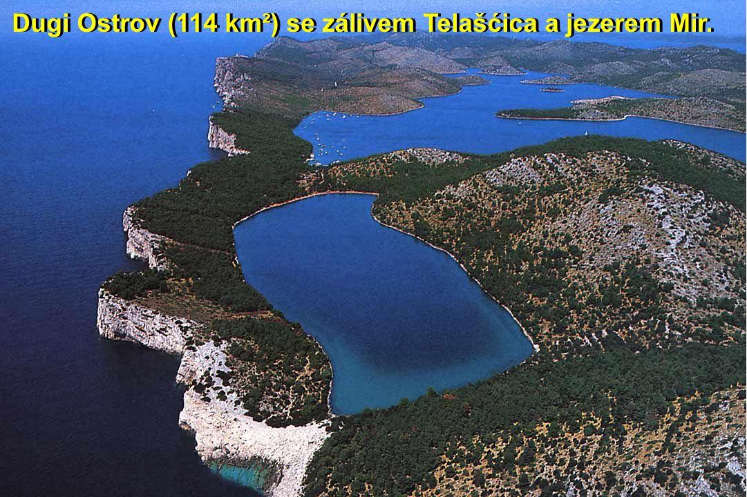 Dugi Ostrov (114 km²) se zálivem Telašćica a jezerem Mir.