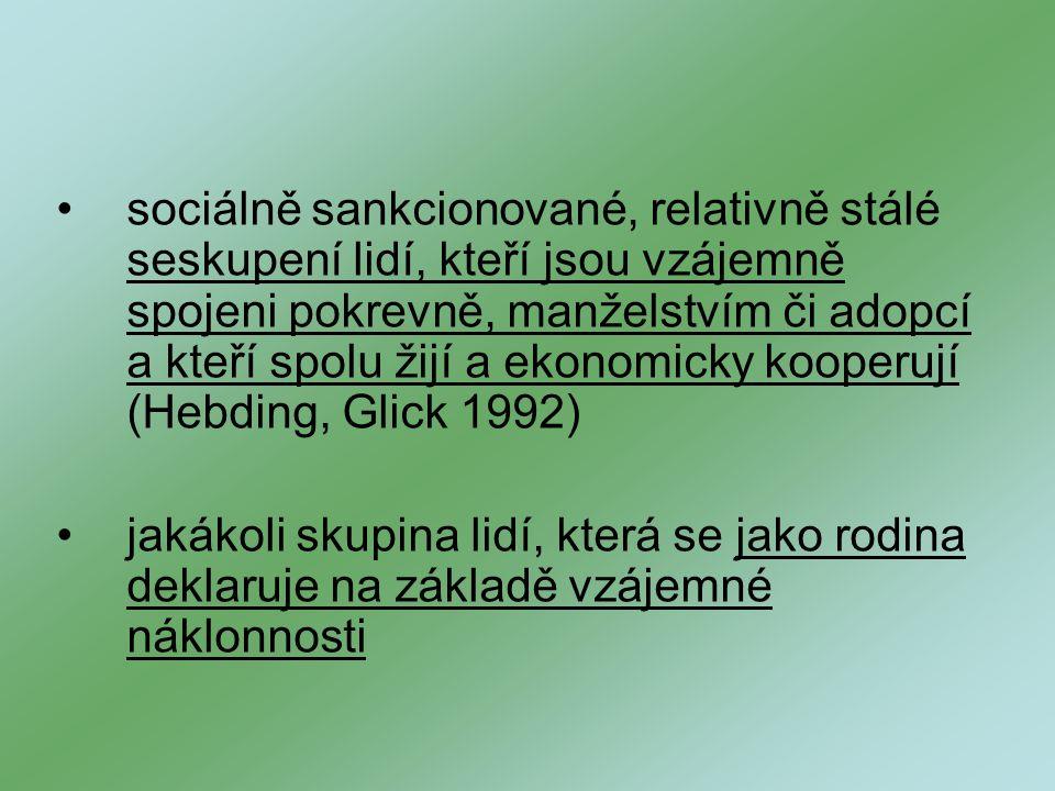 sociálně sankcionované, relativně stálé seskupení lidí, kteří jsou vzájemně spojeni pokrevně, manželstvím či adopcí a kteří spolu žijí a ekonomicky kooperují (Hebding, Glick 1992)