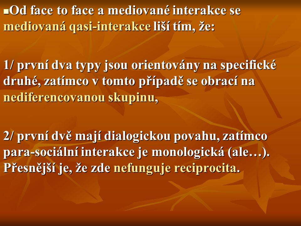 Od face to face a mediované interakce se mediovaná qasi-interakce liší tím, že:
