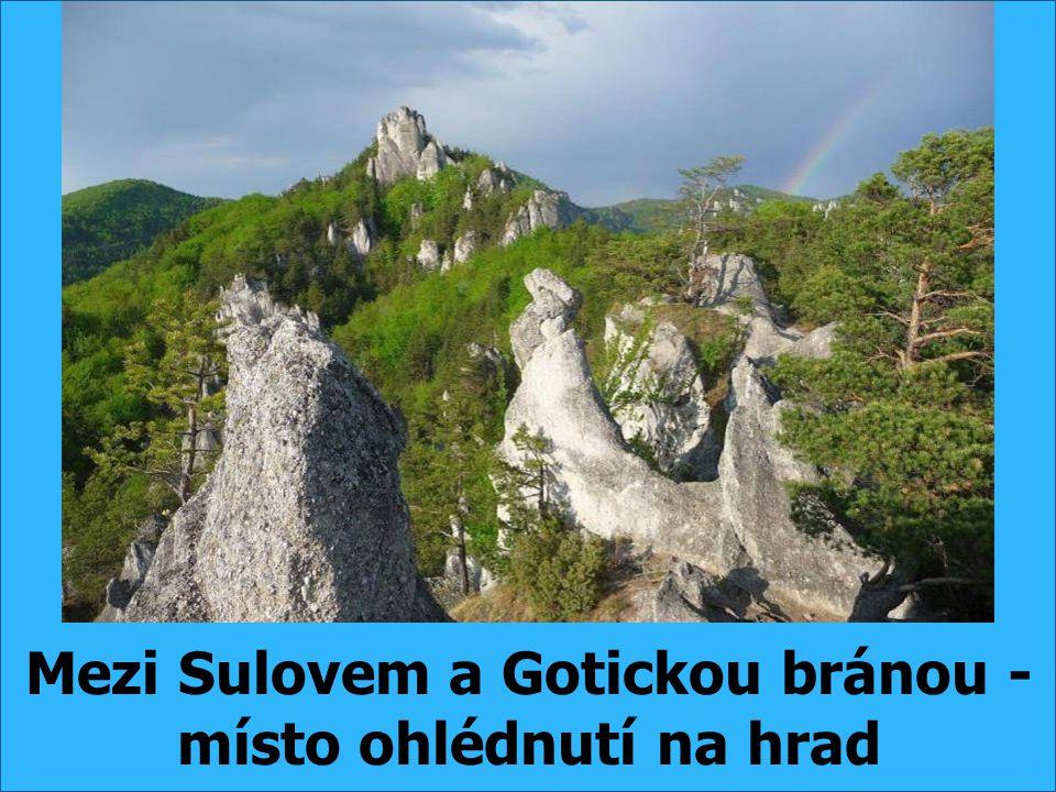 Mezi Sulovem a Gotickou bránou - místo ohlédnutí na hrad