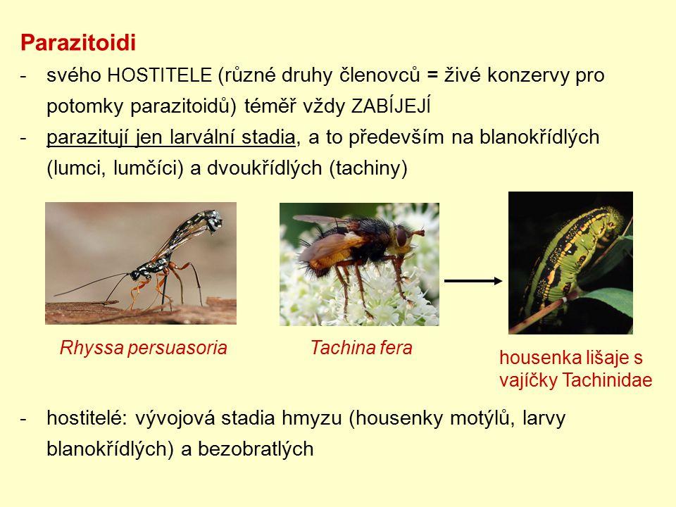 Parazitoidi svého HOSTITELE (různé druhy členovců = živé konzervy pro potomky parazitoidů) téměř vždy ZABÍJEJÍ.