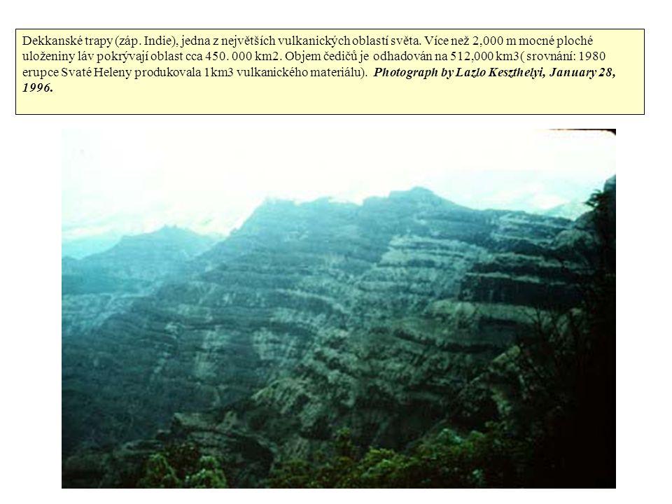 Dekkanské trapy (záp. Indie), jedna z největších vulkanických oblastí světa.