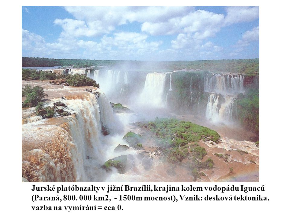 Jurské platóbazalty v jižní Brazílii, krajina kolem vodopádu Iguacú