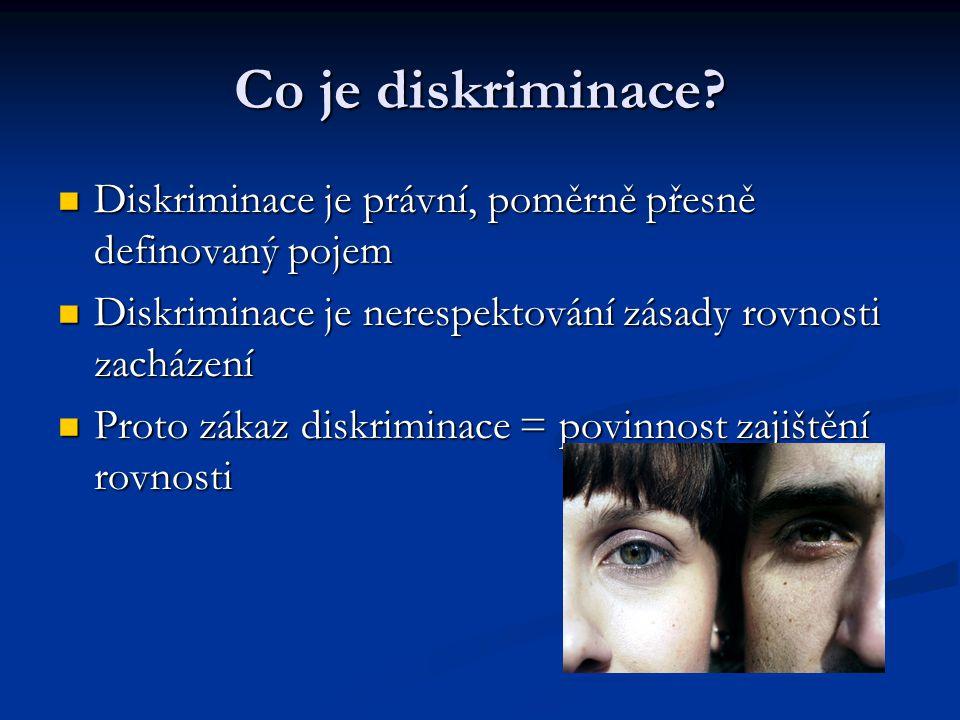 Co je diskriminace Diskriminace je právní, poměrně přesně definovaný pojem. Diskriminace je nerespektování zásady rovnosti zacházení.