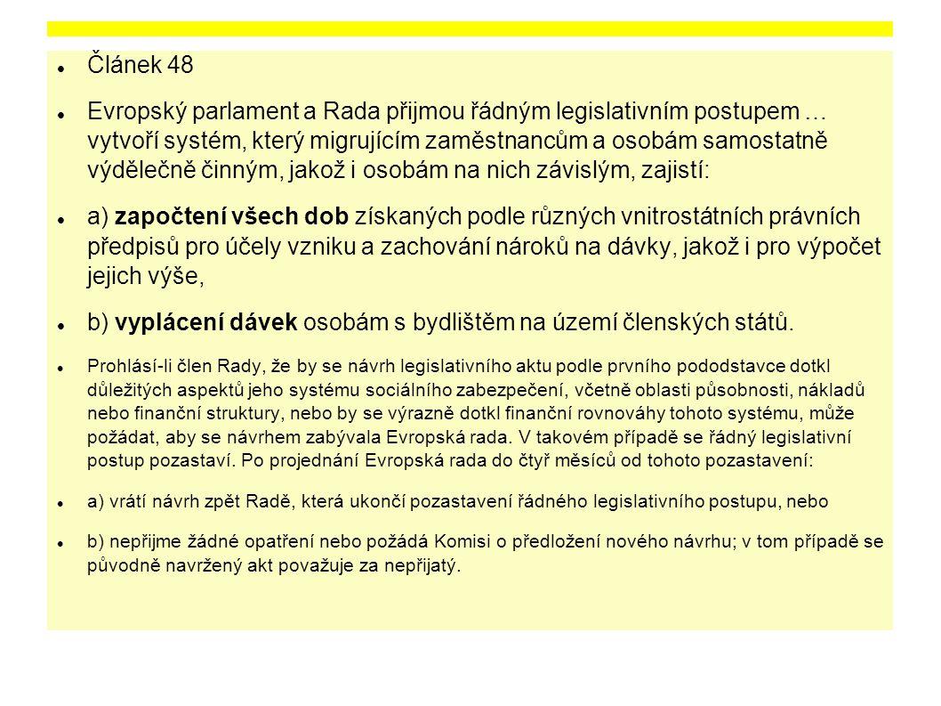 b) vyplácení dávek osobám s bydlištěm na území členských států.