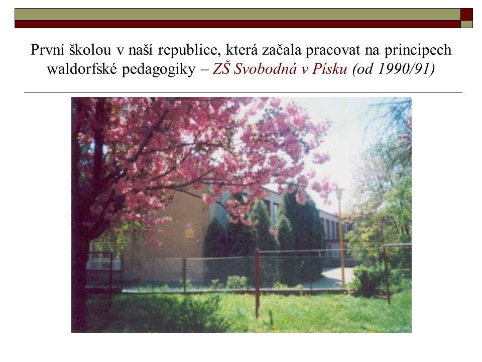 První školou v naší republice, která začala pracovat na principech waldorfské pedagogiky – ZŠ Svobodná v Písku (od 1990/91)