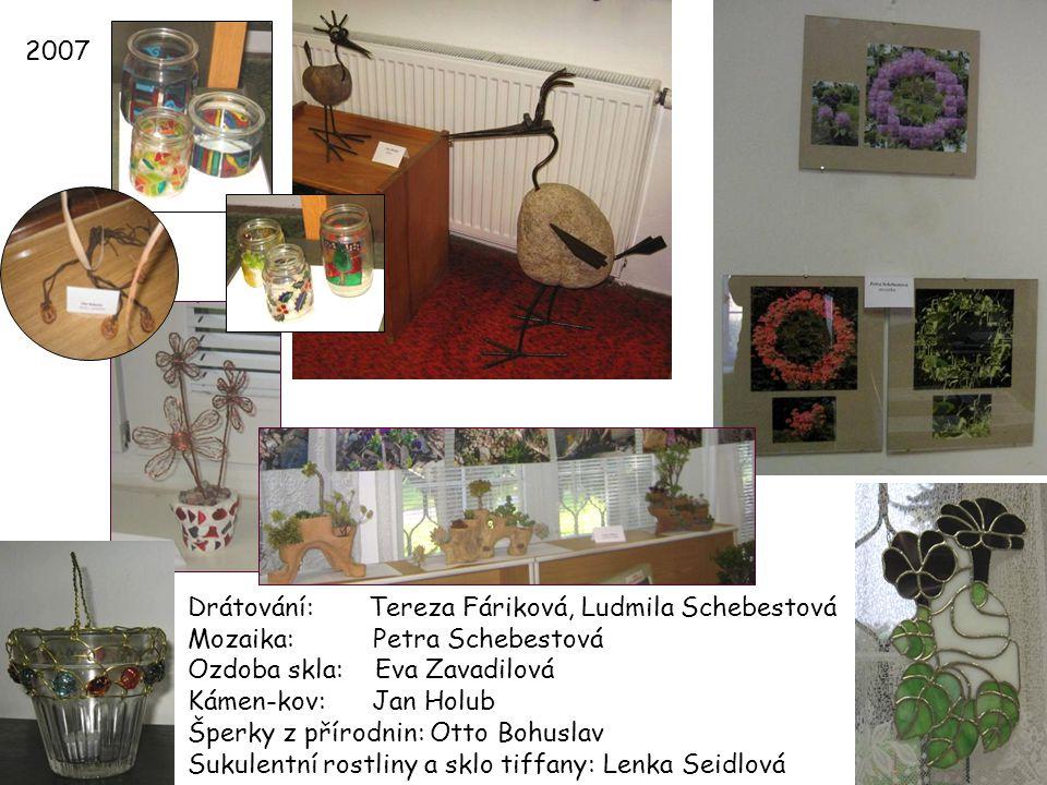 2007 Drátování: Tereza Fáriková, Ludmila Schebestová. Mozaika: Petra Schebestová. Ozdoba skla: Eva Zavadilová.