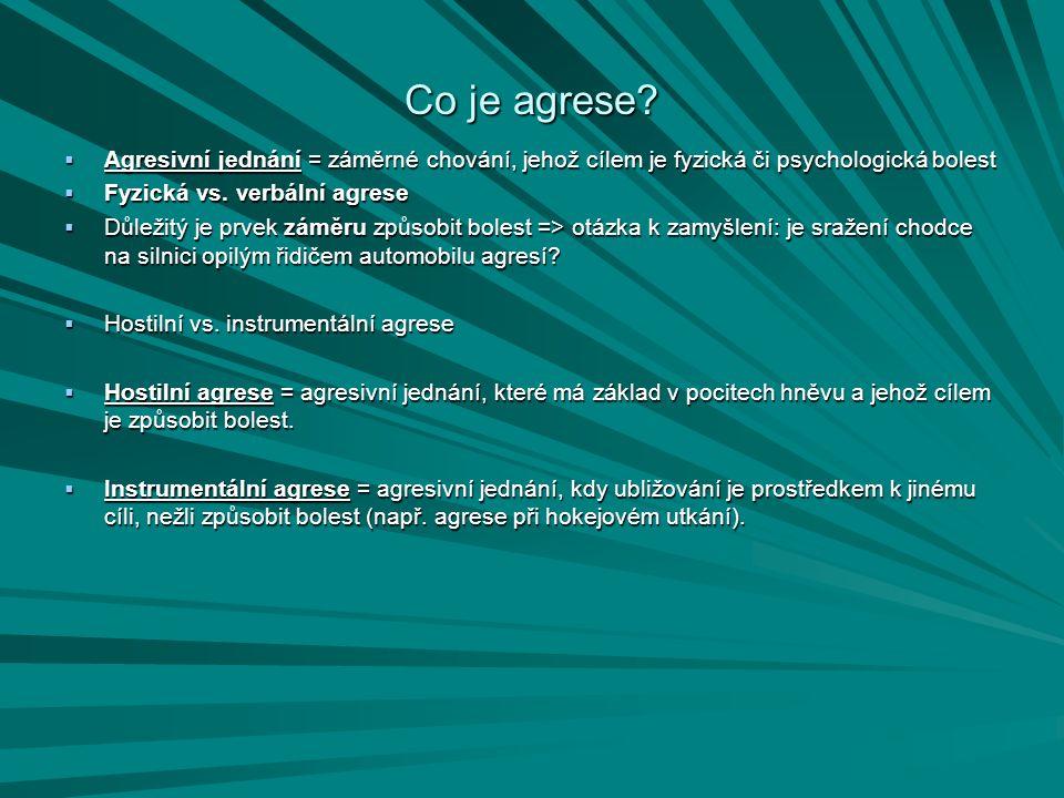 Co je agrese Agresivní jednání = záměrné chování, jehož cílem je fyzická či psychologická bolest. Fyzická vs. verbální agrese.