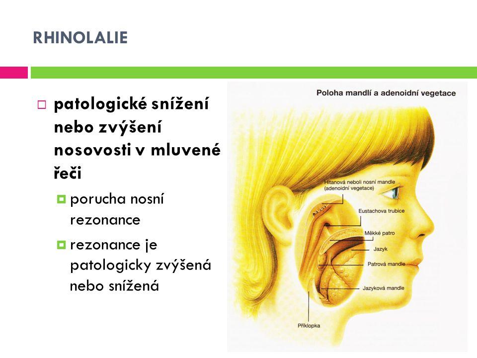 patologické snížení nebo zvýšení nosovosti v mluvené řeči