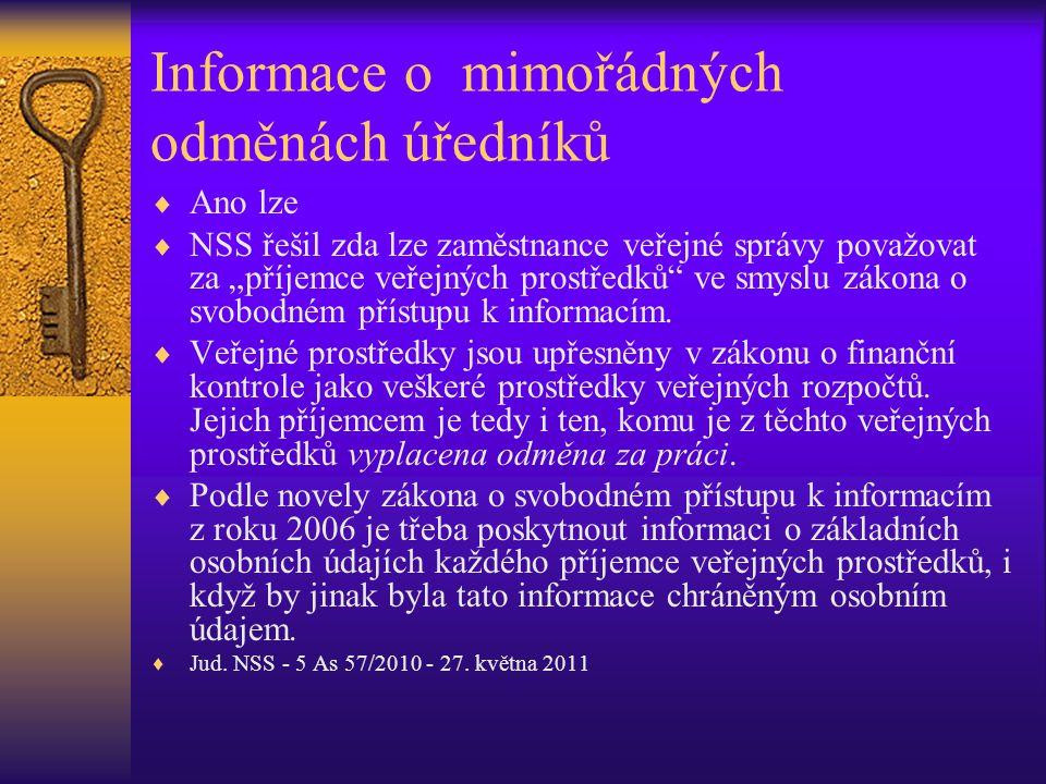 Informace o mimořádných odměnách úředníků