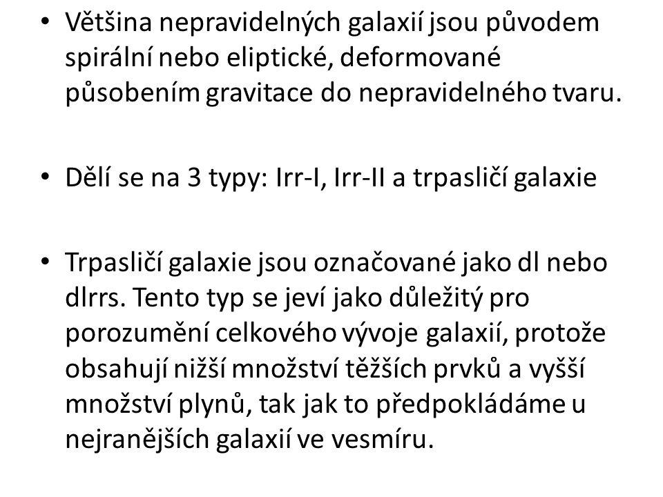 Většina nepravidelných galaxií jsou původem spirální nebo eliptické, deformované působením gravitace do nepravidelného tvaru.