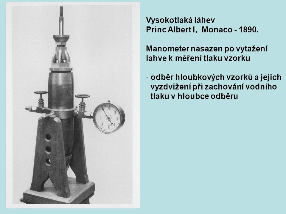 Vysokotlaká láhev Princ Albert I, Monaco - 1890. Manometer nasazen po vytažení. lahve k měření tlaku vzorku.