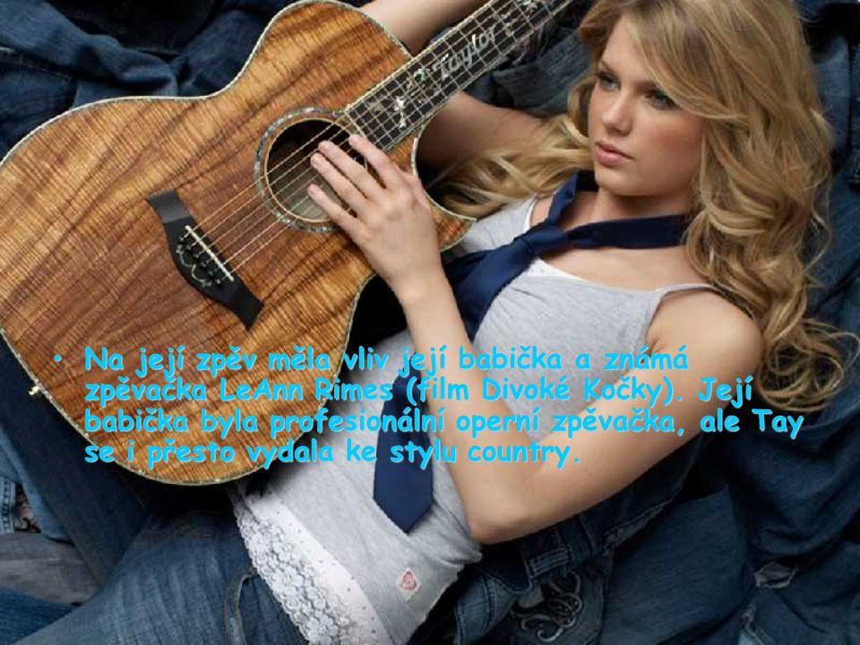 Na její zpěv měla vliv její babička a známá zpěvačka LeAnn Rimes (film Divoké Kočky).