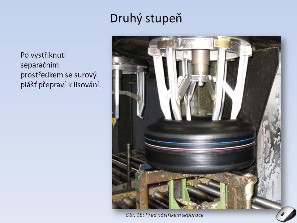 Druhý stupeň Po vystříknutí separačním prostředkem se surový plášť přepraví k lisování.