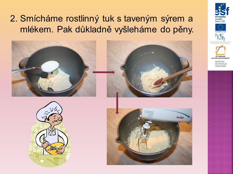2. Smícháme rostlinný tuk s taveným sýrem a