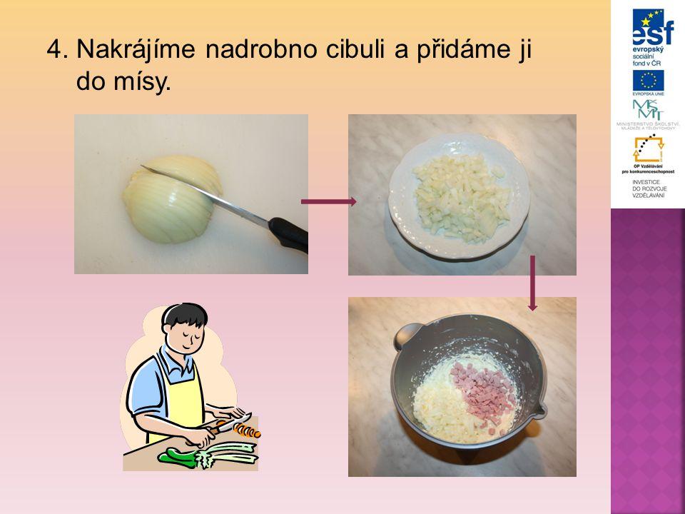4. Nakrájíme nadrobno cibuli a přidáme ji