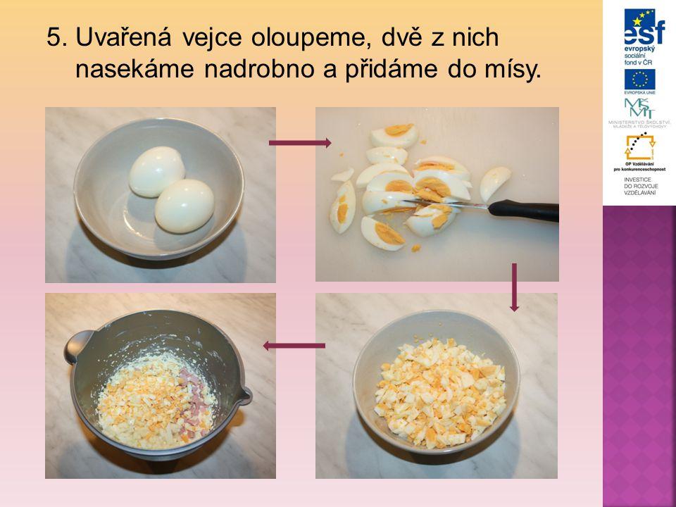 5. Uvařená vejce oloupeme, dvě z nich