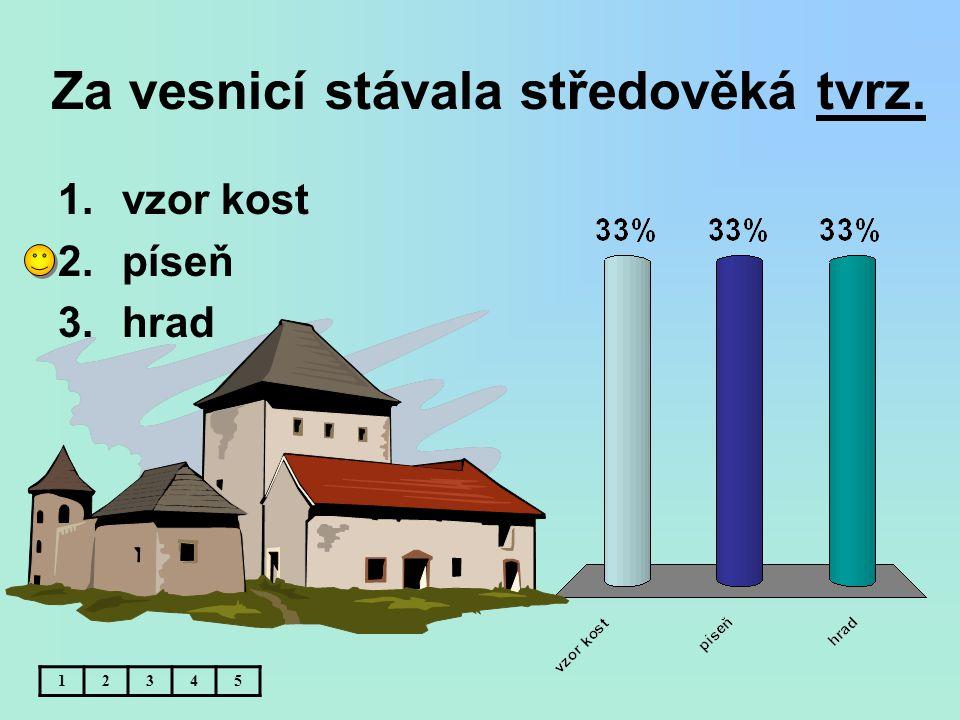 Za vesnicí stávala středověká tvrz.