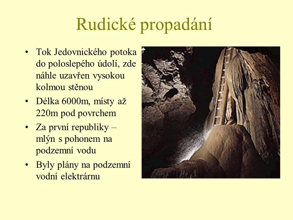 Rudické propadání Tok Jedovnického potoka do poloslepého údolí, zde náhle uzavřen vysokou kolmou stěnou.