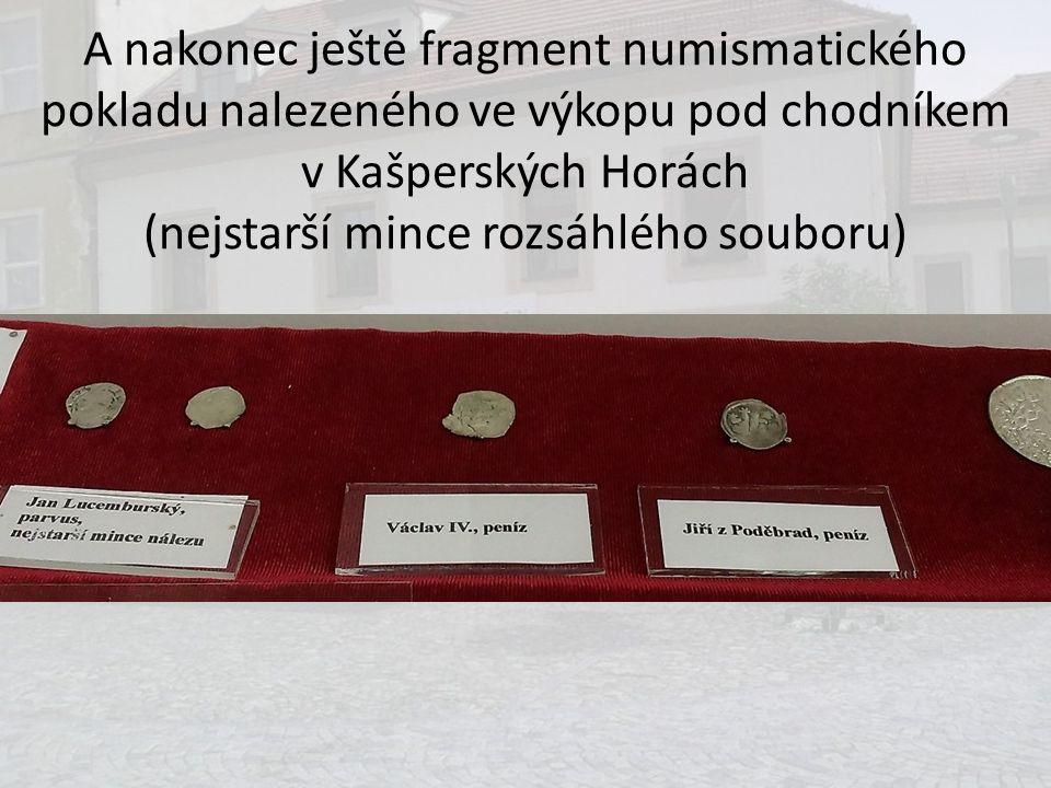 A nakonec ještě fragment numismatického pokladu nalezeného ve výkopu pod chodníkem v Kašperských Horách (nejstarší mince rozsáhlého souboru)