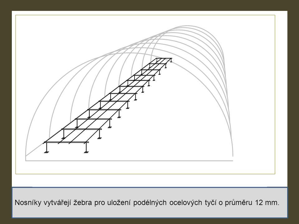 Nosníky vytvářejí žebra pro uložení podélných ocelových tyčí o průměru 12 mm.
