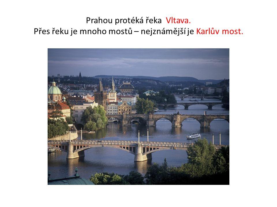 Prahou protéká řeka Vltava