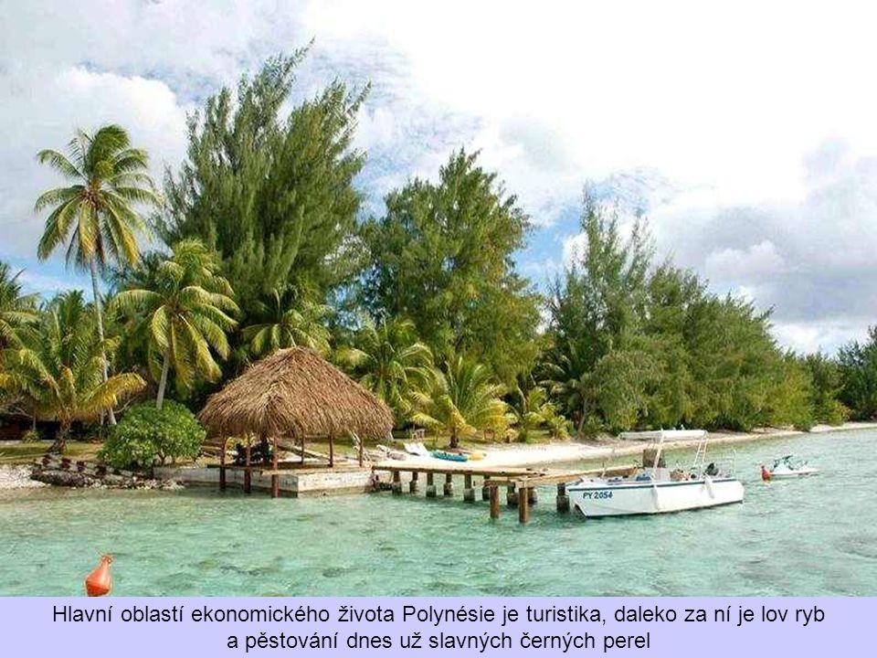 Hlavní oblastí ekonomického života Polynésie je turistika, daleko za ní je lov ryb a pěstování dnes už slavných černých perel